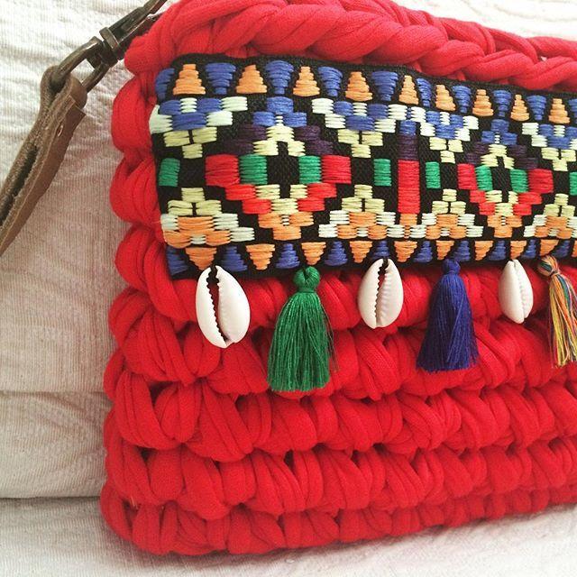 La colección bohochic amplía su gama de colores. También en rojo. #macadamiarepublic #trapillo #handmade #hechoamano #crochet