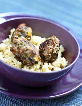 Recette Boulettes d'agneau aux pruneaux : Mettez la viande, les pruneaux, les échalotes, l'ail, le persil, le zeste d'orange, le piment, l'œuf, 1 c. �...
