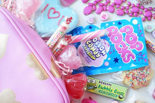 Valentine gift bags~T~ you could buy cheap cosmetic travel bags ...