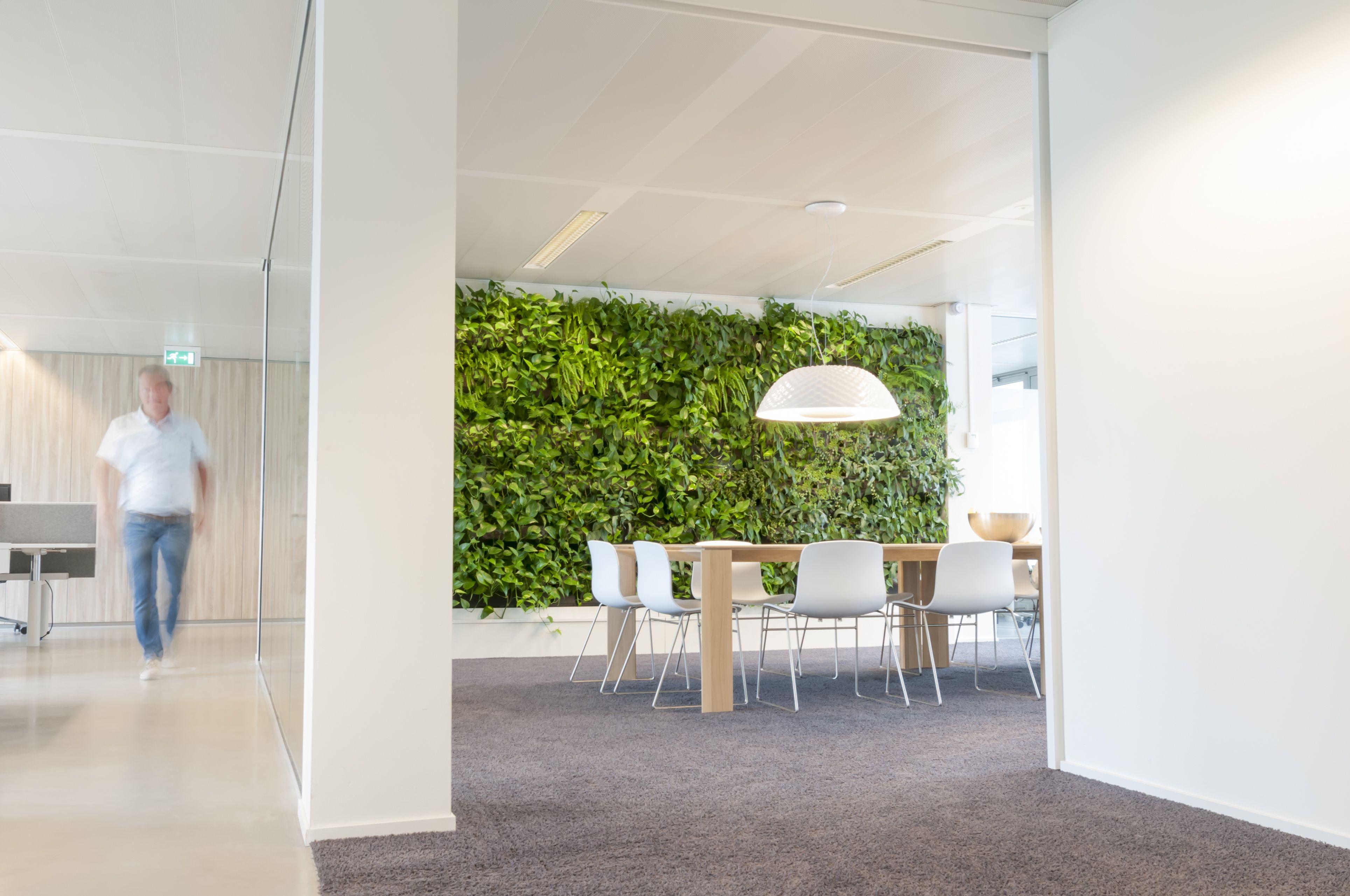 Urban Jungle Inspiratie : Groene wand verticaal groen plantenwand interieurbeplanting