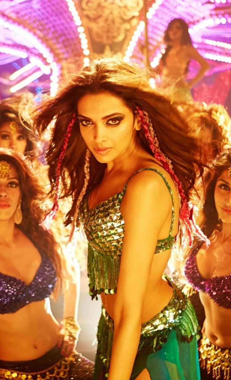 Deepika S Dimples Happy New Year Movie Deepika Padukone Movies Deepika Padukone
