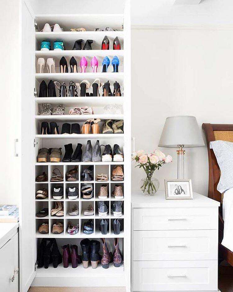 88 ideas para guardar zapatos stop desorden vestidor - Guardar bolsos en armario ...