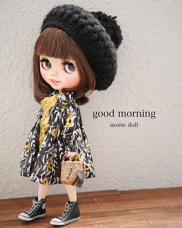 good morning 今日は暖かくなりそうだけど 風がつよいです シャツワンピモノトーン 花子大人っぽいね blythe blythedoll blythesta blythe dolls pictures to draw dolls