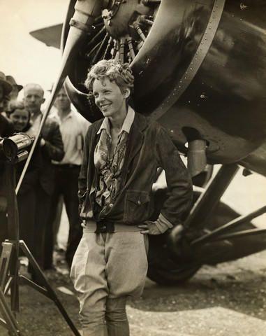 Amelia Earhart nació el 24 de Julio de 1897 y desapareció el 2 de Julio de 1937