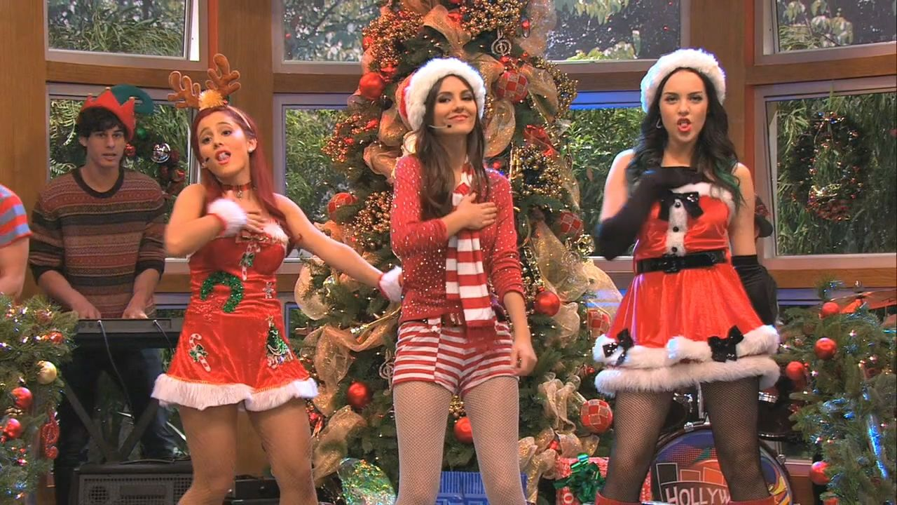 Victoria Justice, Ariana Grande, and Elizabeth Gillies Singing ...