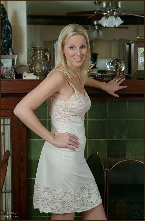 foto de Épinglé par slip lover Memo sur white full slips Fond de robe