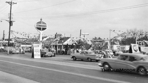 1960s Standard Oil Station In St Louis And A Mobilgas