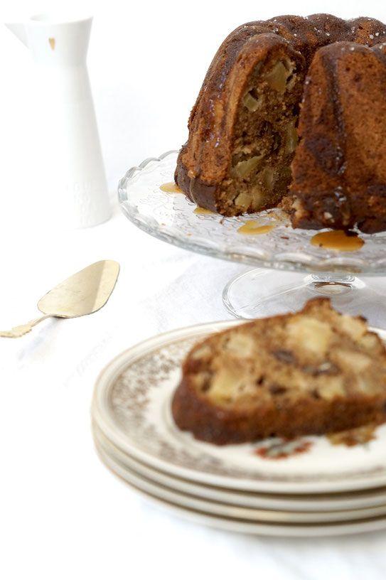 Apfel-Gugelhupf mit Pekannüssen und Ahornsirup-Swirl