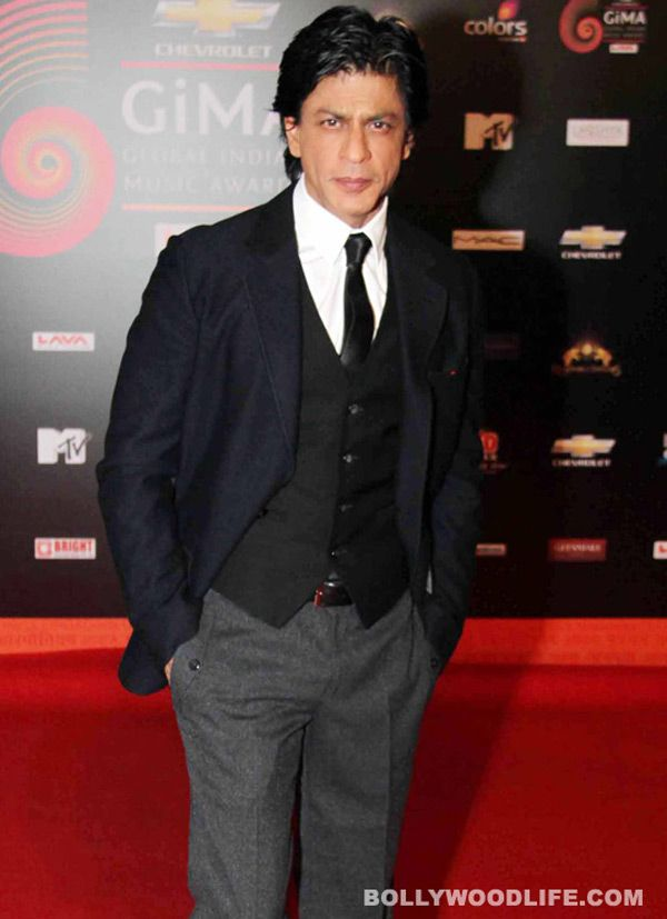 #Shahrukh Khan is losing  many #friends? Almost every day we hear some story or the other about Shahrukh Khan falling out with someone new, or else a new twist to an old tale. Is it his own personality, or is it all due to a certain bodacious gal called Priyanka Chopra? Do you know? :