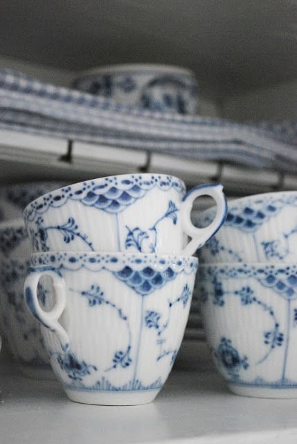 CHINESE OLD BLUE AND WHITE PORNOGRAPHY PATTERN WINE CUP// TEA CUP