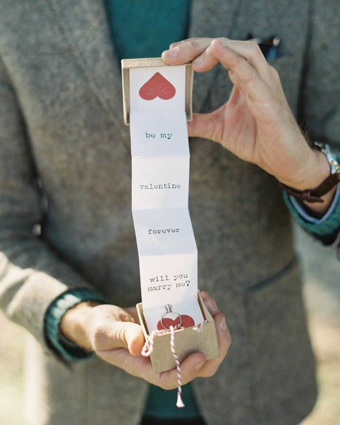 Die besten 25 Verlobungsring welche hand Ideen auf Pinterest  Verlobungsring hand Ehering an