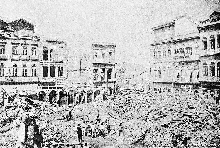 Title: Construction of the Rio Branco Avenue. City of Rio de Janeiro, 1904.<br /> <br /> Vista de trabalhos na Avenida Central, tirada de um dos prédios da Avenida São Bento. Cidade do Rio de Janeiro, setembro de 1904.