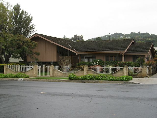 The brady bunch house studio city ca near vineland ave and ventura blvd i really want to go here someday stand in front of the brady house