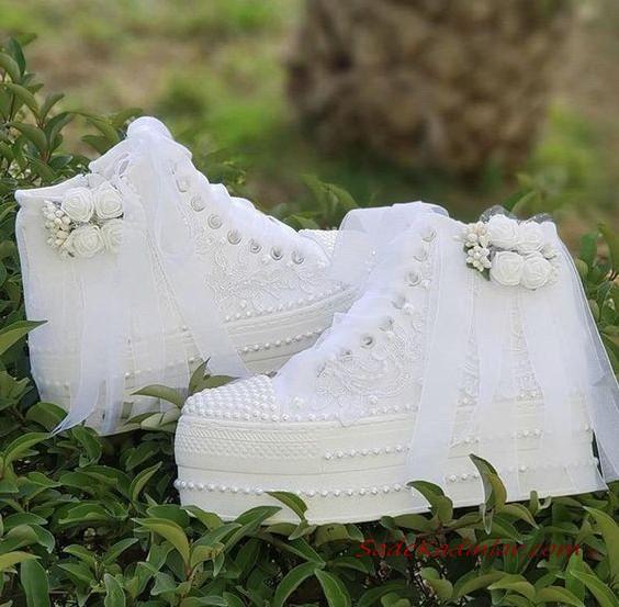 2020 Gelin Spor Ayakkabi Modelleri Beyaz Dolgu Topuklu Incili Sneakers Parlak Ayakkabi Topuklular Ayakkabilar