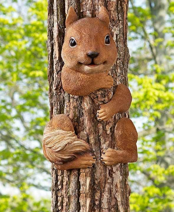 Country Hugging Squirrel Outdoor Tree Hugger Garden Lawn Yard Decor