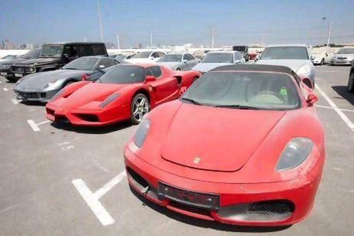 埃まみれのフェラーリ T T フェラーリ ポルシェ ベントレーが放置されまくってる 原因は何 あきたの Naver まとめ Abandoned Cars In Dubai Dubai Cars Abandoned Cars