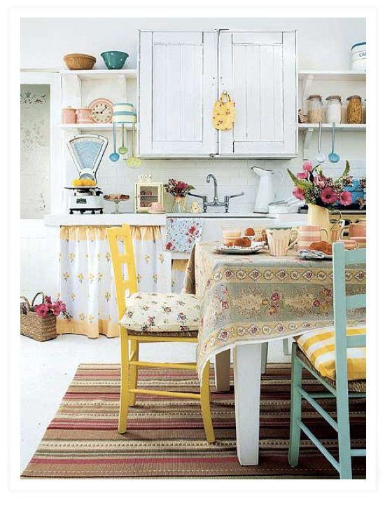 Camera da letto piccola: tanto stile in …  Shabby, Kitchens and Country