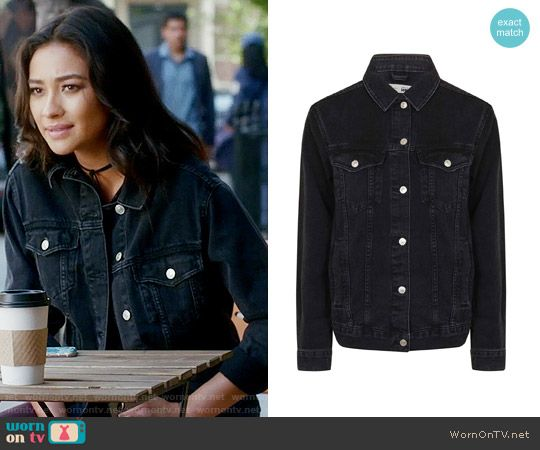 9ac0643058a8d Emily s black denim jacket on Pretty Little Liars. Outfit Details  https