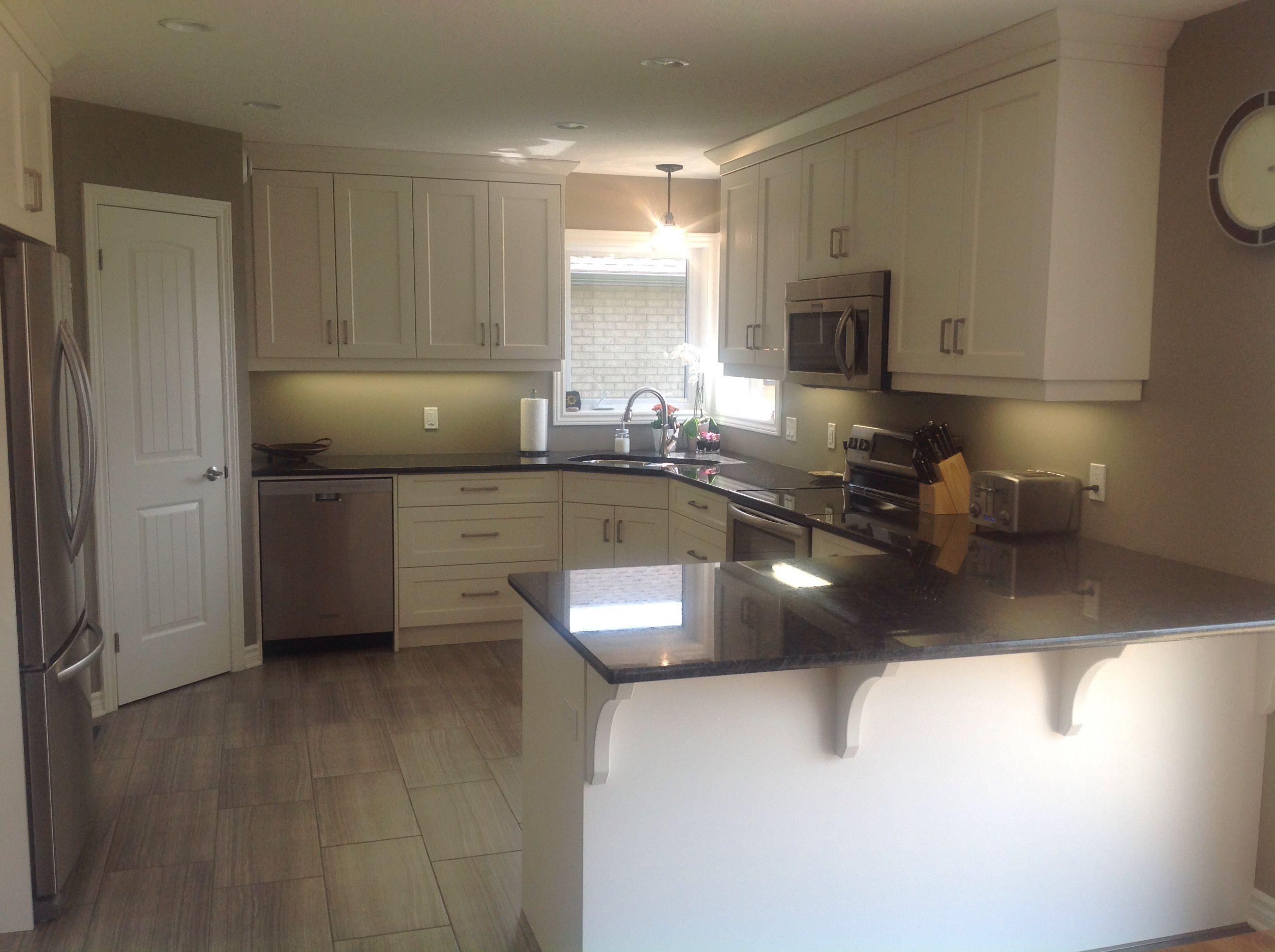 Cloud White Benjamin Moore Cabinets Black Pearl Granite Ranchwood Paint Color Beautiful