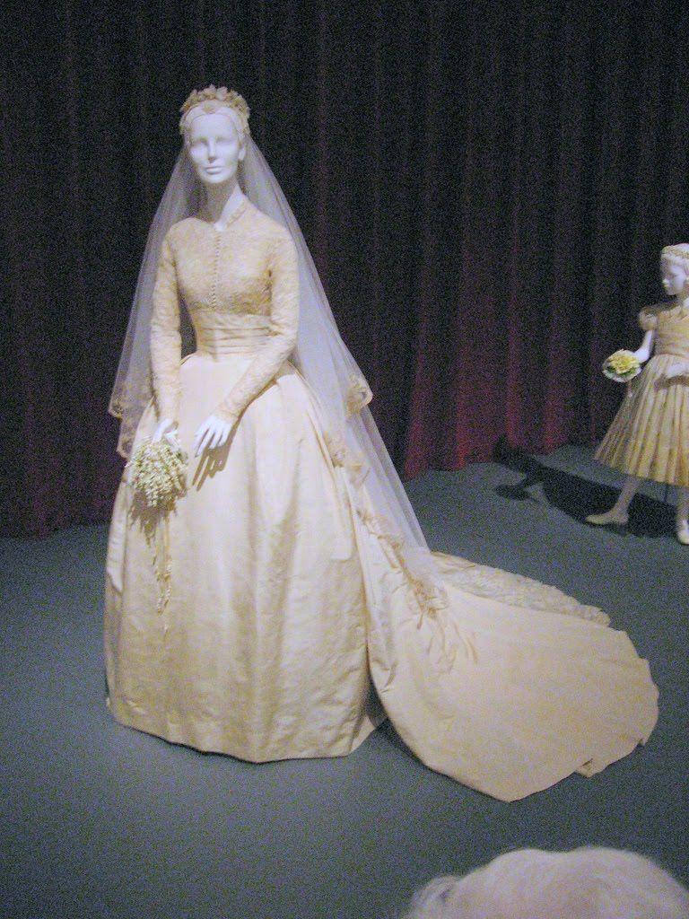 grace kelly wedding dress - Căutare Google   Wedding dresses 50s-60s ...
