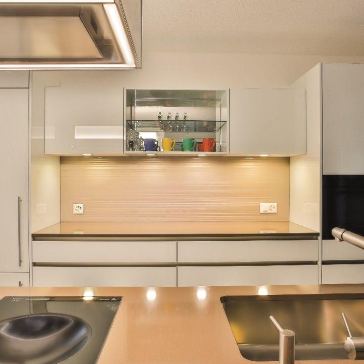 """Küchenrückwand aus Glas bedruckt mit Designmotiv """"GRAPHIC"""" in Farbton Champagne"""