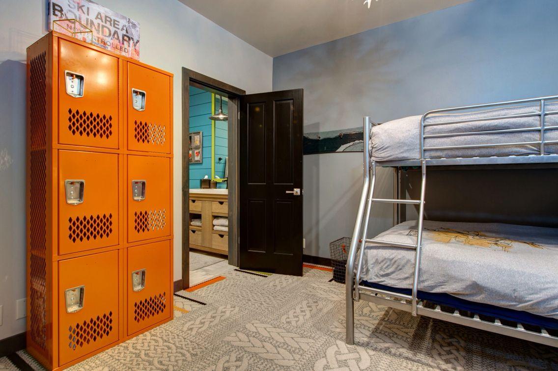 Kids Bedroom Lockers Floor Tiles