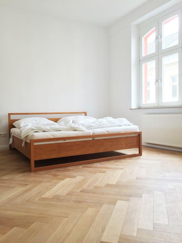 offenes Schlafzimmer im Altbau Deckenhöhe 310 cm, Holzfenster - schlafzimmer eiche