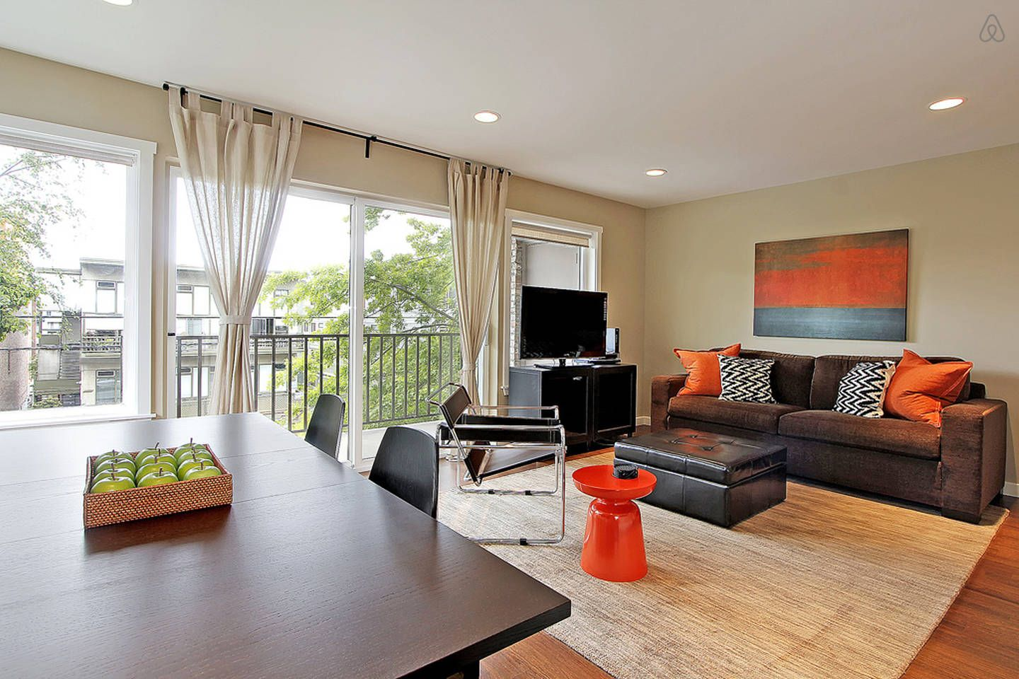 New LUXURIOUS Apt,Great Location!!! vacation rental in