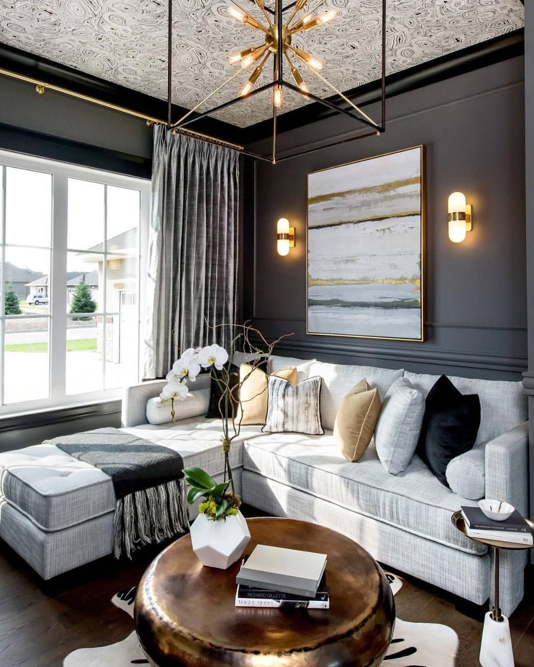 "Interior Design & Home Decor auf Instagram: ""Black and gold never looked better  By @AtmosphereInteriorDesign"""