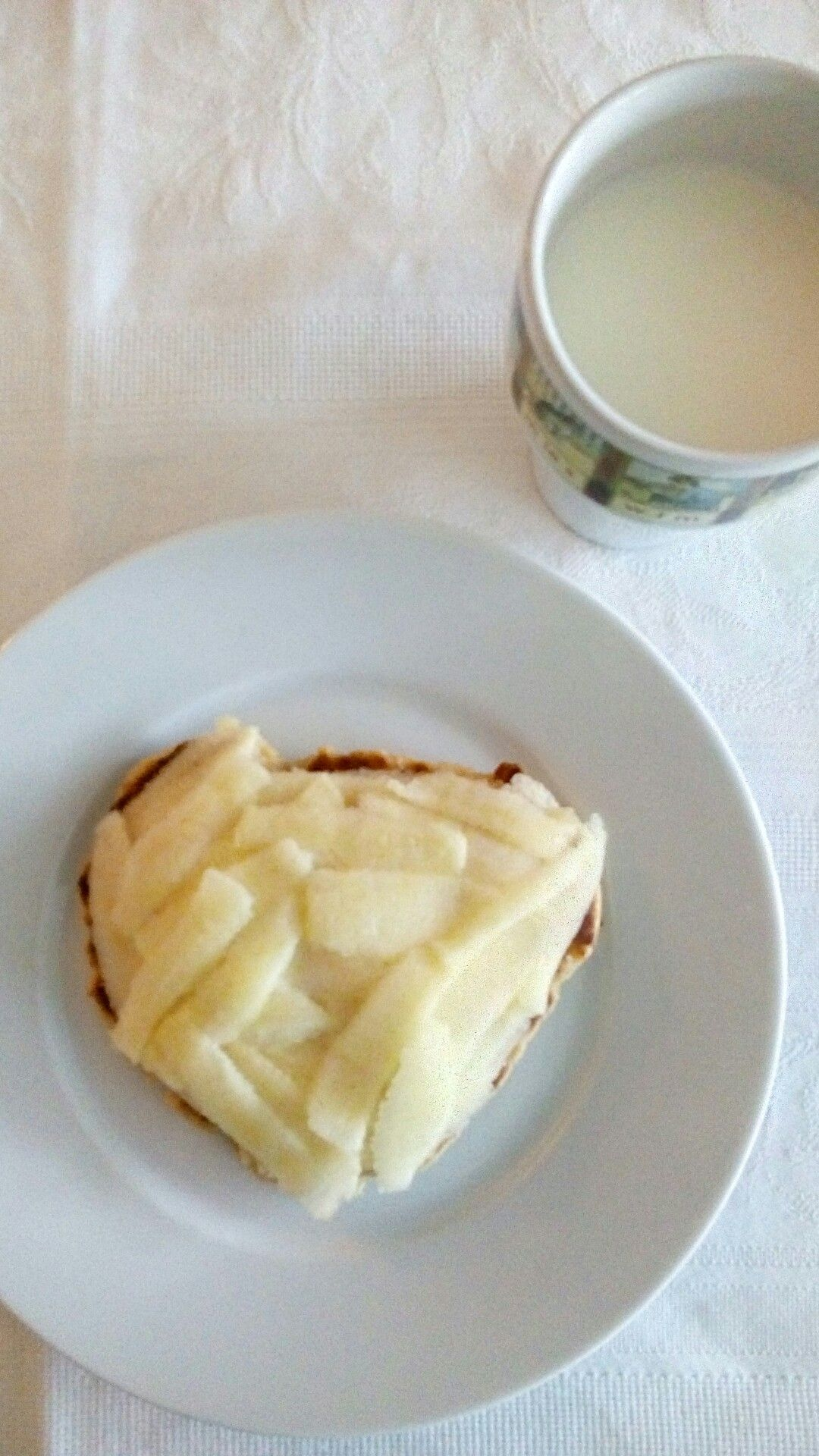 Delicious breakfast with selfbaked matze and apple
