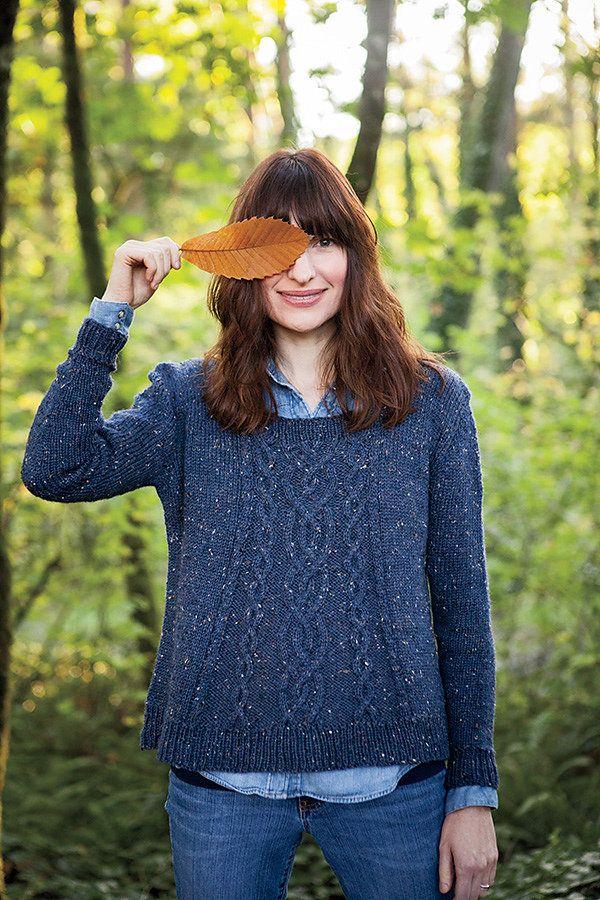 Свободный пуловер с косами Lissycasey. Дизайнер Kate Heppell. Связан сверху вниз без швов.