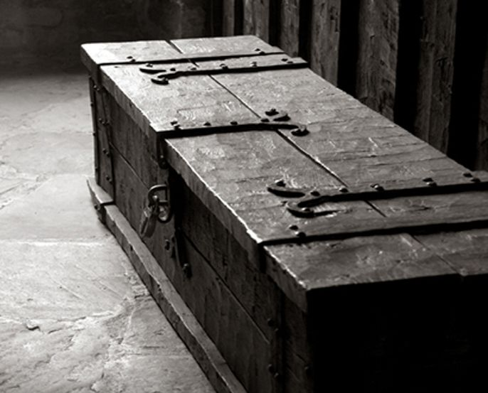 Beautiful Hand Hewn Chest No Idea Where I Would Put It But It S