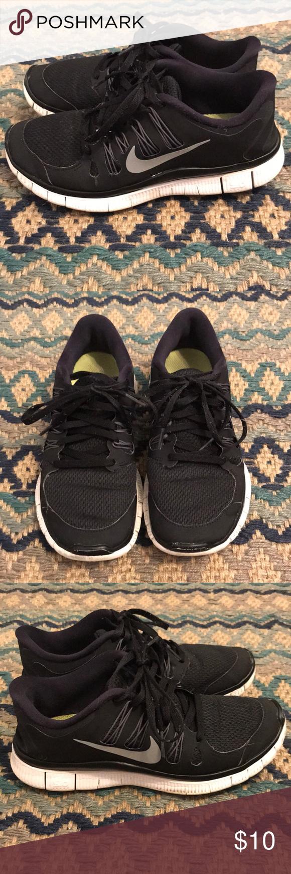 Nike Free sneakers Black Nike Free 5.0 running shoes. In