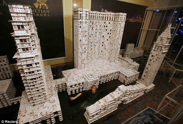 Worlds Largest House Of Cards Created By Bryan Berg American Architect House Of Cards Playing Cards Playing Cards Art