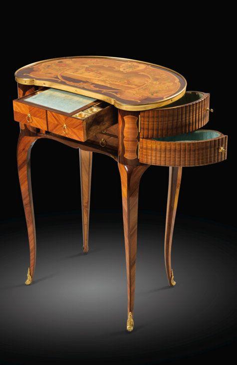 Rare table à écrire en placage de bois de rose et marqueterie de ...