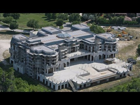 13 biggest houses from mansions to palaces to crazy people who got money in ways we