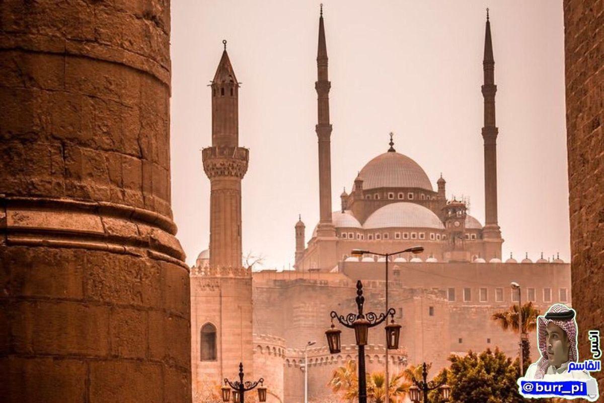 دخل حبيب العابد إلى البصرة فإذا أسواقها مغلقة وسككها خالية فنادى يا أهل البصرة أعندكم عيد لا أعرفه فقالوا لا ولكن الحسن البصري Taj Mahal Landmarks Travel