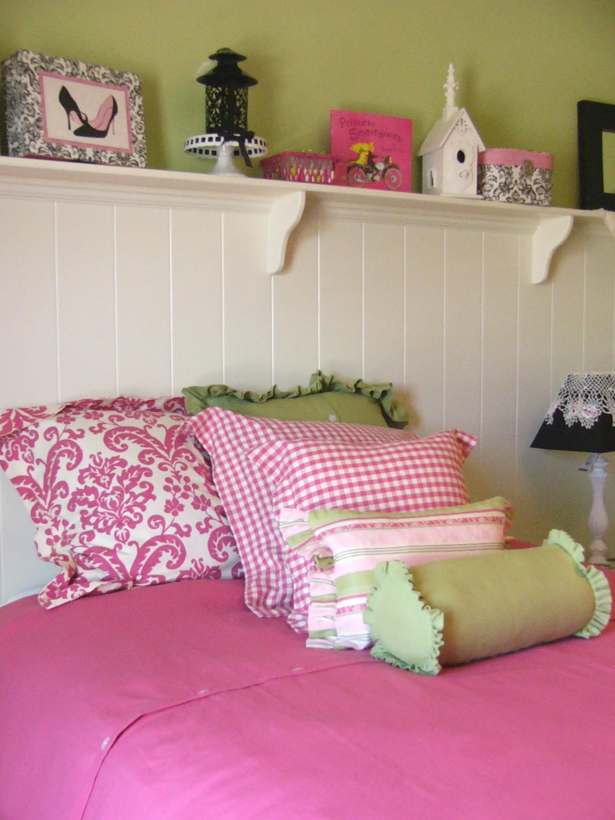 pink and green walls in a bedroom ideas
