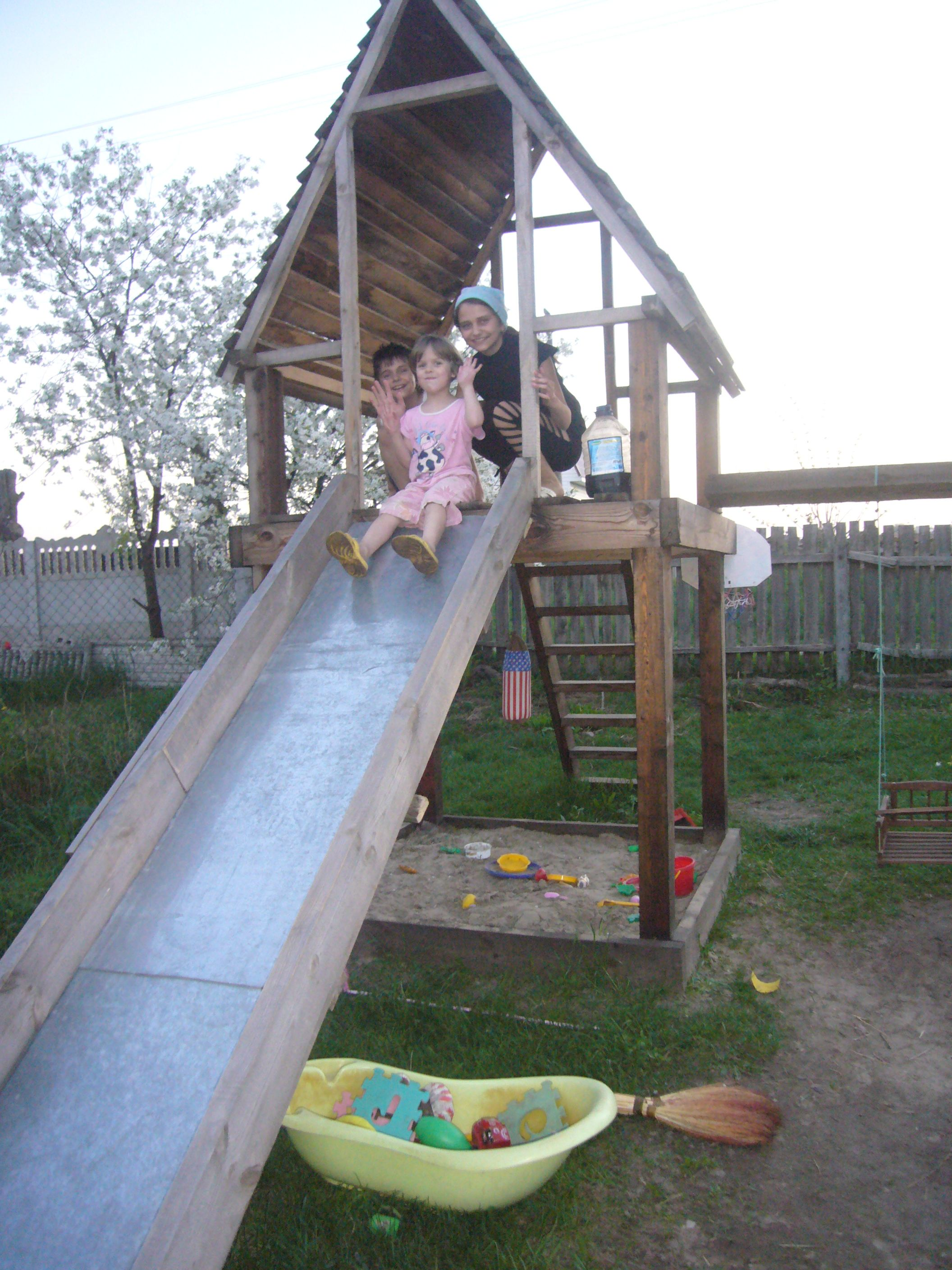 Diy project playhouse with slide wood playhouse for Diy kids swing