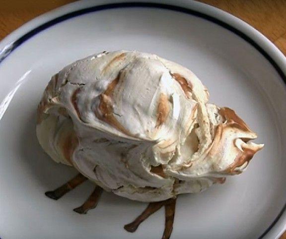 Kívül roppanós, belül lágy - így készül a habcsók Márk Szonjánál, az Édesem cukrászda tulajdonosánál.  A habcsókokat durvára vágott mogyoróval és olvasztott csokoládéval bolondítja meg, így lesznek különlegesen finomak!