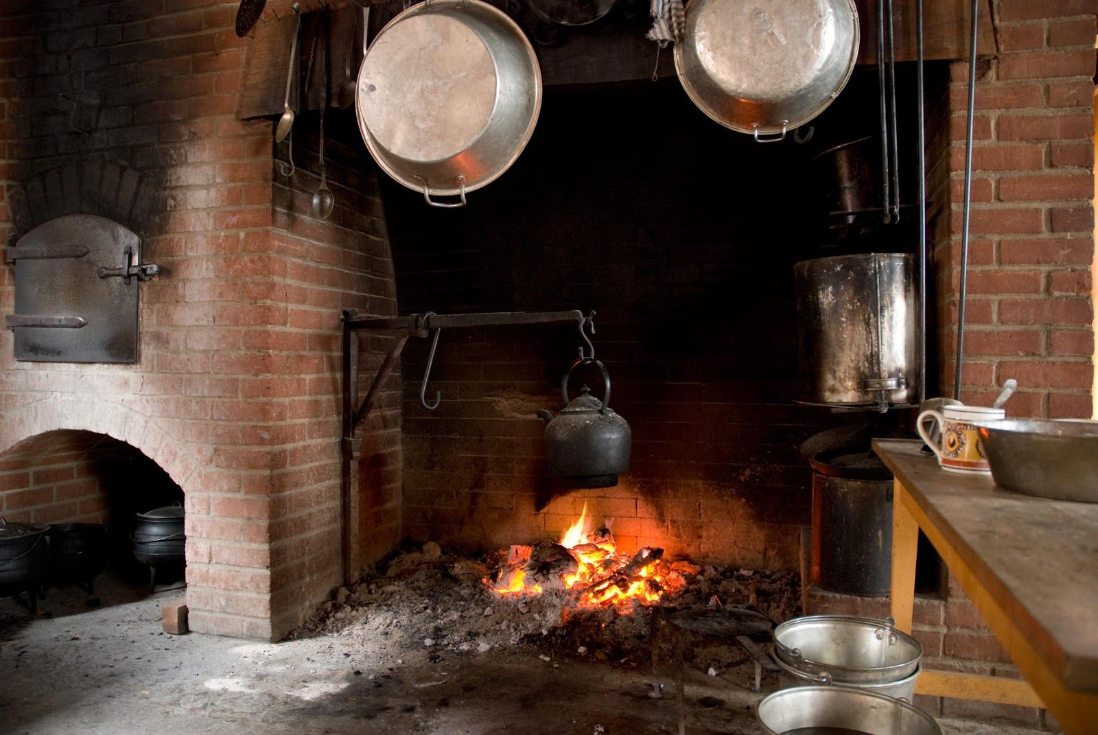 Caminetto A Legna Per Cucinare : Vita frugale cucinare con il camino ...