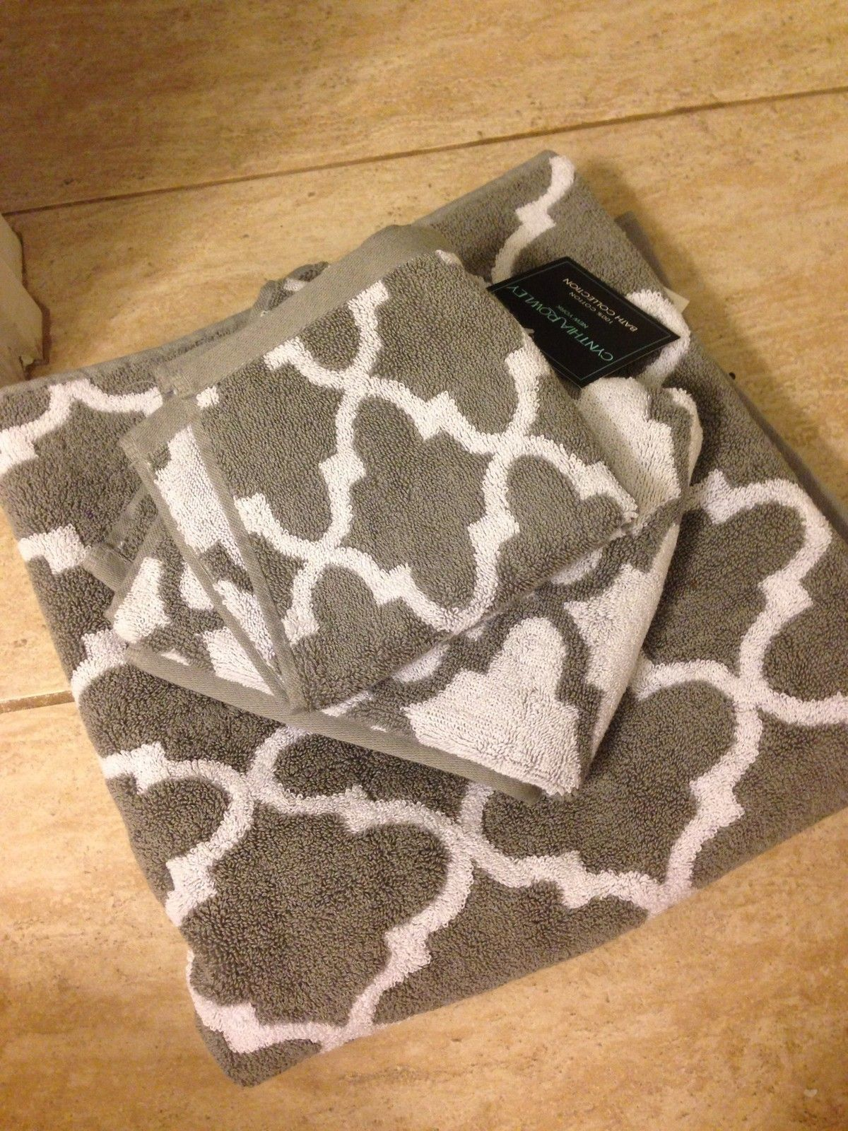 Cynthia Rowley Bath Hand And Face Towels Gray And White