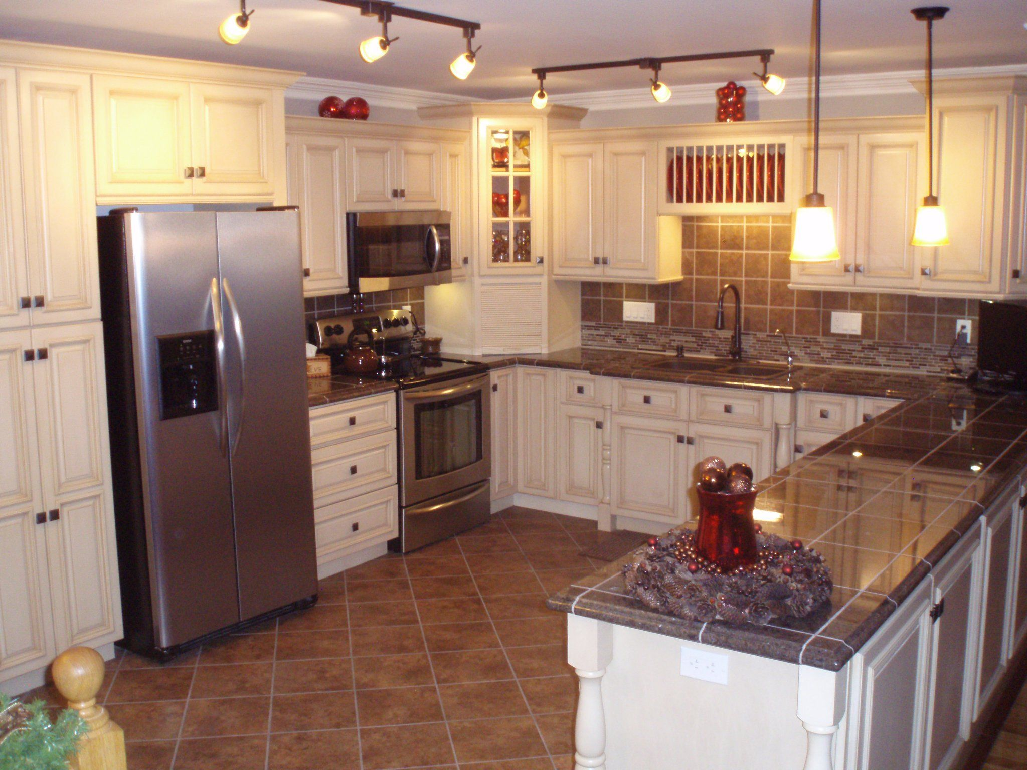 2010 Finalist On Cg Creme Cabinet With Dark Tile Countertops
