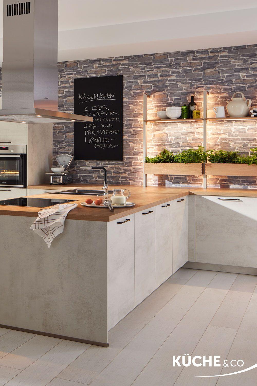 Moderne Kuche In Weissbeton Kuche Krauterliebe In 2020 Offene Wohnkuche Kuche Beton Kuchen Ideen Modern