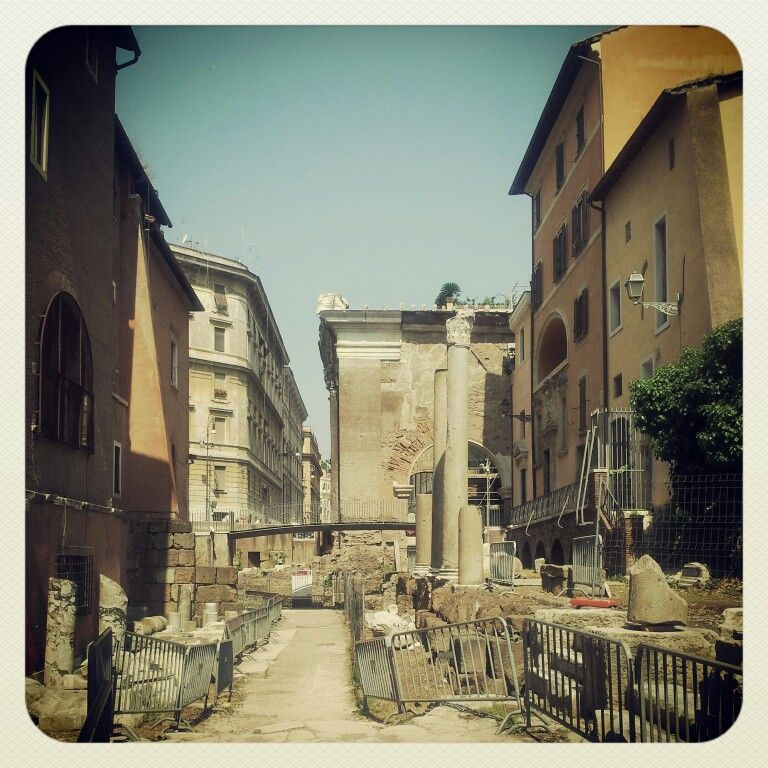 Portico d'Ottavia - the old fish market until the end of 1800