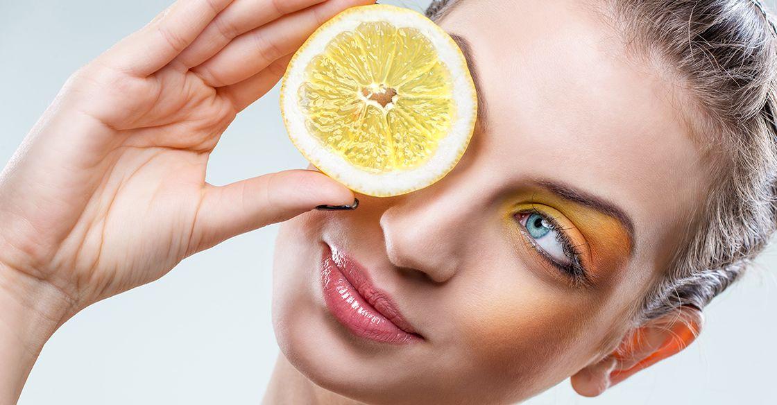 Čistá pleť je zdravá pleť. Zdravá pleť je krásna pleť. Ale ako ju dosiahnuť a udržať? V obchodoch je dostatok čistiacich prípravkov, no jeden (a veľmi účinný) si môžeš vyrobiť aj ty sama doma. Je ním citrusovo-medová čistiaca maska.
