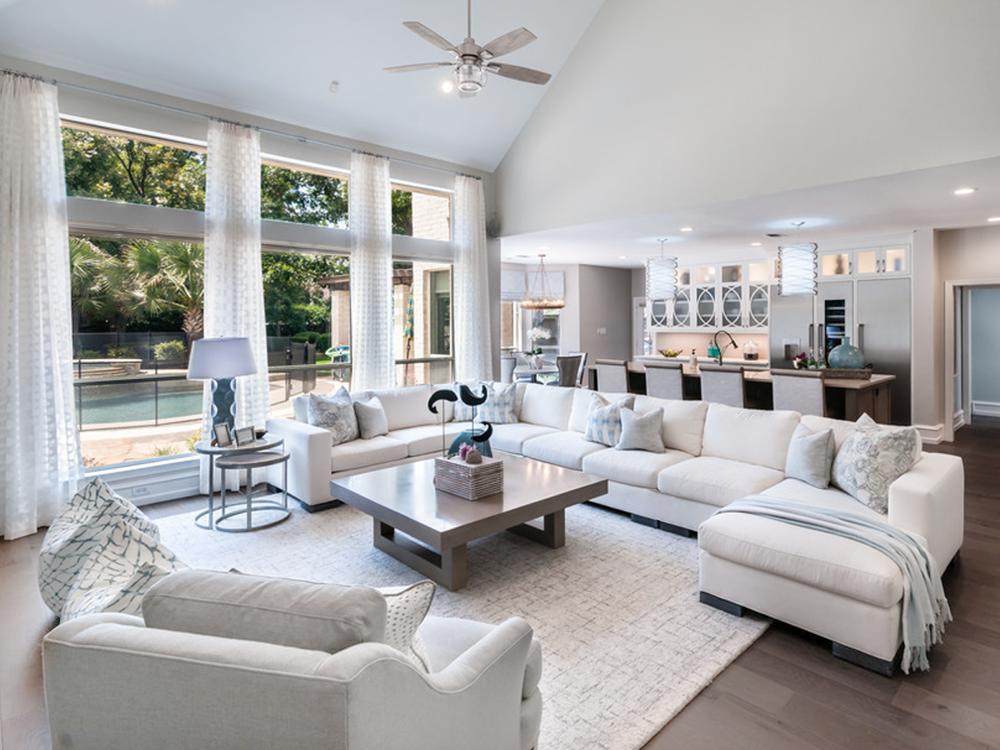 Elegant Transitional style big white living room decor ...