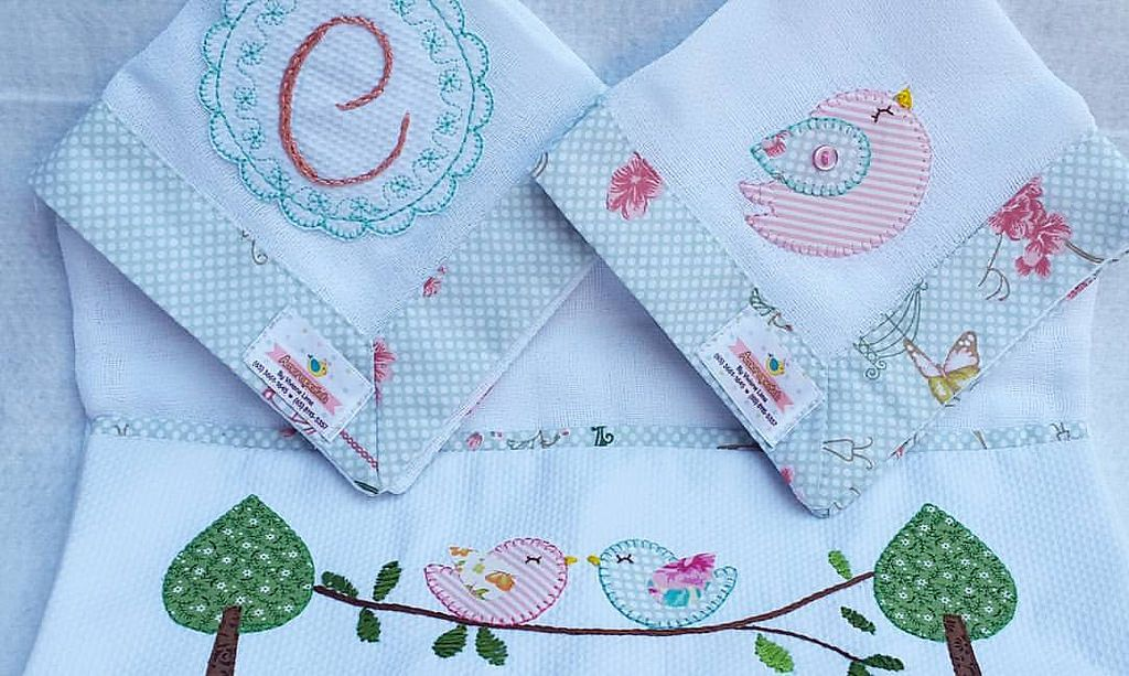 https://flic.kr/p/DEyscR   Kit Fraldinhas de Boca e Ombro personalizadas  bordada a mão, passarinho. #Amorapatch #fraldinhadeboca #bordadoamao #personalizados #enxovalcarolina #passarinho #fraldinhadeombro