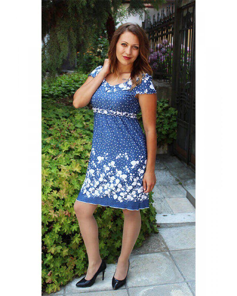 93f94eee48e Ежедневна рокля от трико синя на бели цветя с дънкова щампа ластик под  бюста и свободна