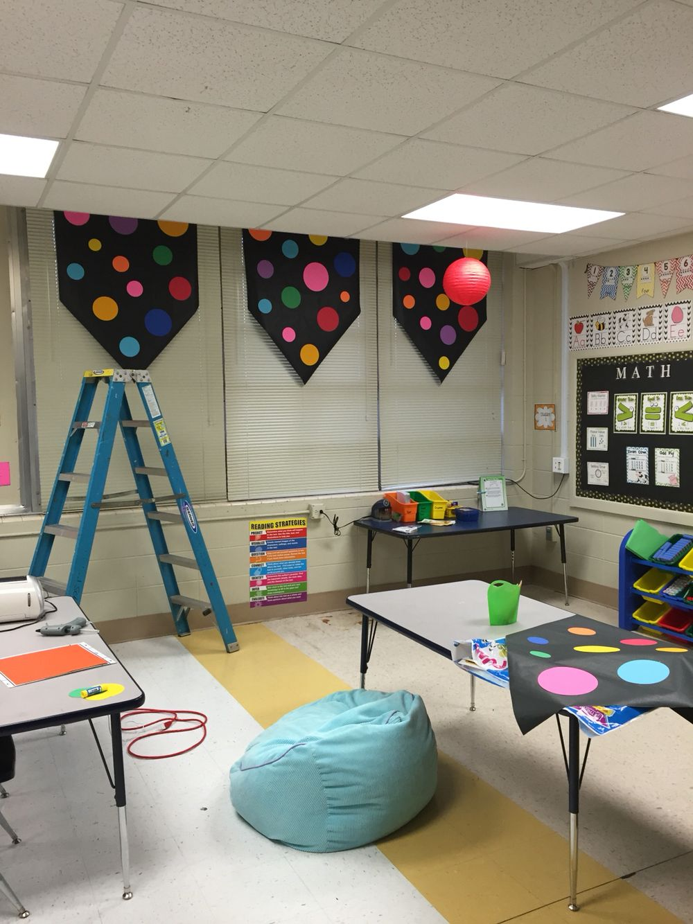Classroom Design Paper : Don t have any curtains in your classroom try this idea